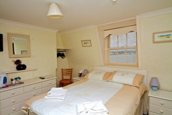 Beach-View-Guest-House-Weymouth-Rooms-1-599x400