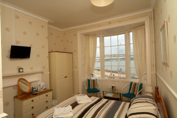 Beach-View-Guest-House-Weymouth-Rooms-8-599x400