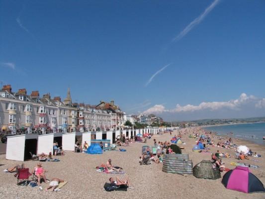 2-Beach-huts-BGH-in-bg-478kb-533x400