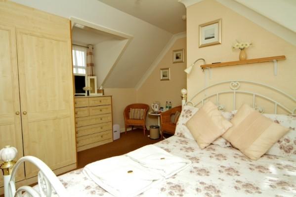 room-4-599x400