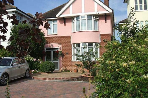 pink-house-b-and-b-weymouth-external-view-600x400