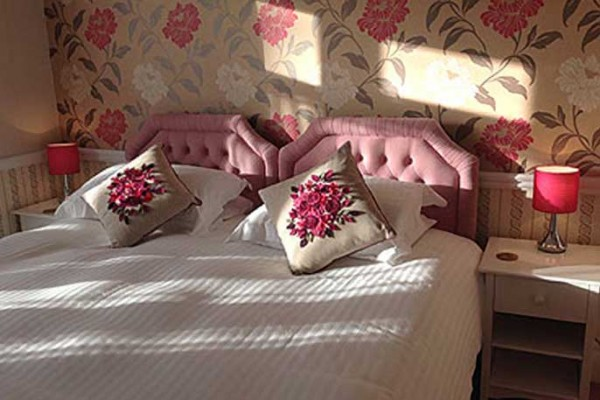 pinkhouse-band-b-weymouth8-600x400