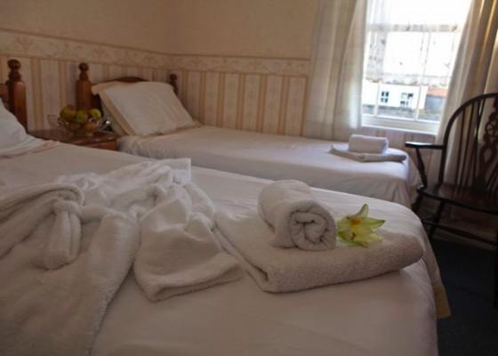 Medium-res-pics-hotel-bar-560x400