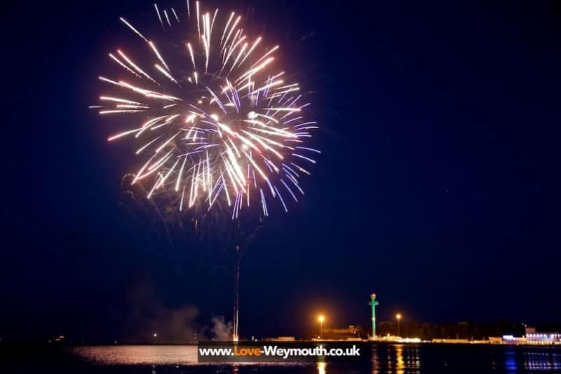 weymouth-fireworks-and-illuminated-tower-12-august-2013-208