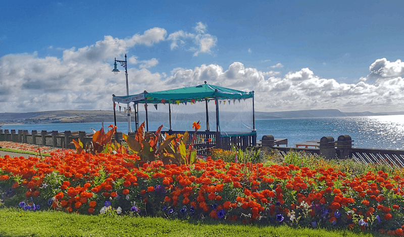 greenhill-gardens-weymouth-bandstand